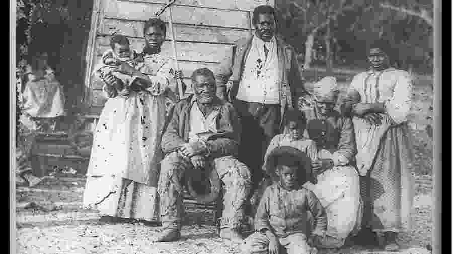 Foto de 1862 mostra cinco gerações de escravos em uma fazenda na Carolina do Sul - Biblioteca do Congresso dos EUA
