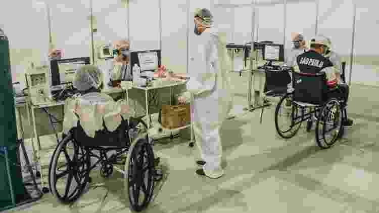 Recepção do Hospital de Campanha do Anhembi, onde pacientes são registrados e passam por uma triagem - Talyta Vespa/UOL - Talyta Vespa/UOL