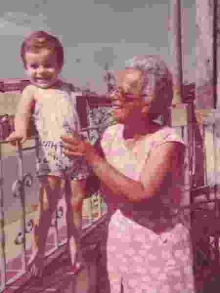 Com a avó, em Taubaté, 1980 - Arquivo pessoal - Arquivo pessoal
