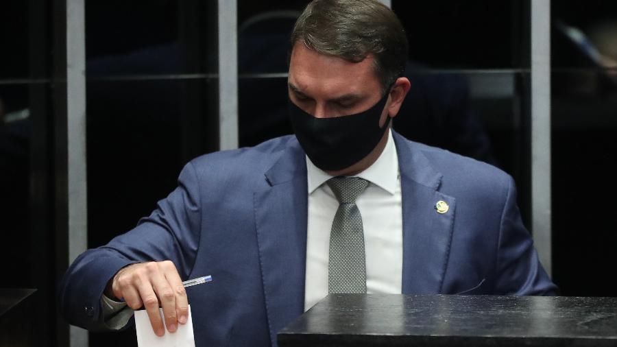 O senador Flávio Bolsonaro (Republicanos-RJ) durante a votação para a presidência do Senado Federal - GABRIELA BILÓ/ESTADÃO CONTEÚDO