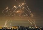 Conflito entre Israel e palestinos: a impressionante foto que mostra luta entre Domo de Ferro de Israel e mísseis do Hamas - ANAS BABA/GETTY IMAGES