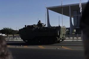 Tanque passa pela Esplanada dos Ministérios, em Brasília - MARIANA ALVES/FUTURA PRESS/FUTURA PRESS/ESTADÃO CONTEÚDO