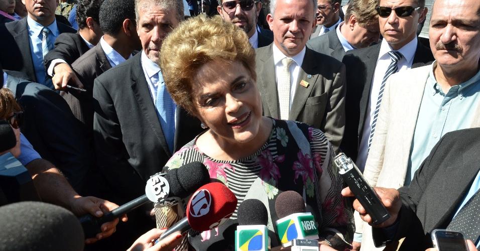 23.mar.2016 - A presidente Dilma Rousseff falou sobre impeachment durante visita às obras de infraestrutura do Satélite Geoestacionário de Defesa e Comunicações Estratégicas (SGDC), em Brasília