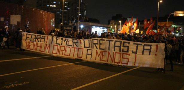 """Manifestantes fazem ato contra o presidente Michel Temer (PMDB) e pedem """"Diretas Já"""""""