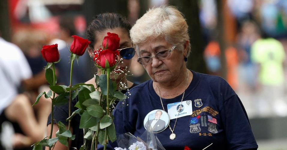11.set.2016 - Familiar de policial morto nos ataques terroristas de 2001 participa da cerimônia que marca o 15º aniversário dos atentados de 11 de setembro nos Estados Unidos, em Nova York