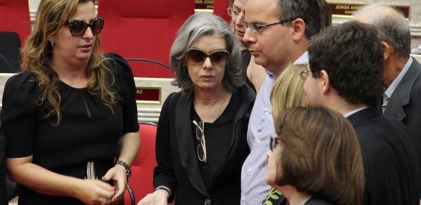 21.jan.2017 - Ministra Cármen Lúcia comparece ao velório de Teori Zavascki