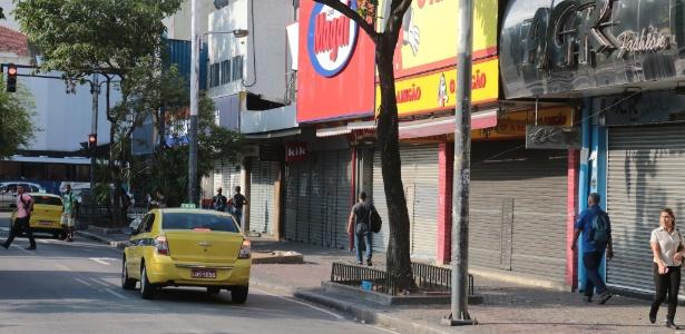 Comércio fechado em Bonsucesso, zona norte do Rio, após tentativa de arrastão