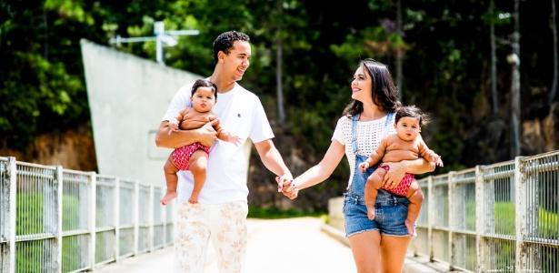 Castro com suas filhas gêmeas Alice e Luísa e a esposa Talita