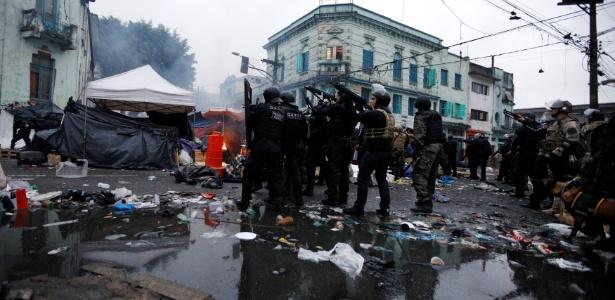 21.mai.2017 - Policiais fazem operação na região da cracolândia, no centro de São Paulo