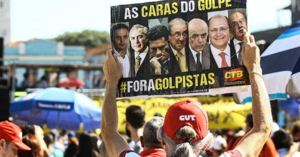 4.jun.2017 - Protesto realizado no Largo da Batata, na zona oeste, pede a saída do presidente Michel Temer