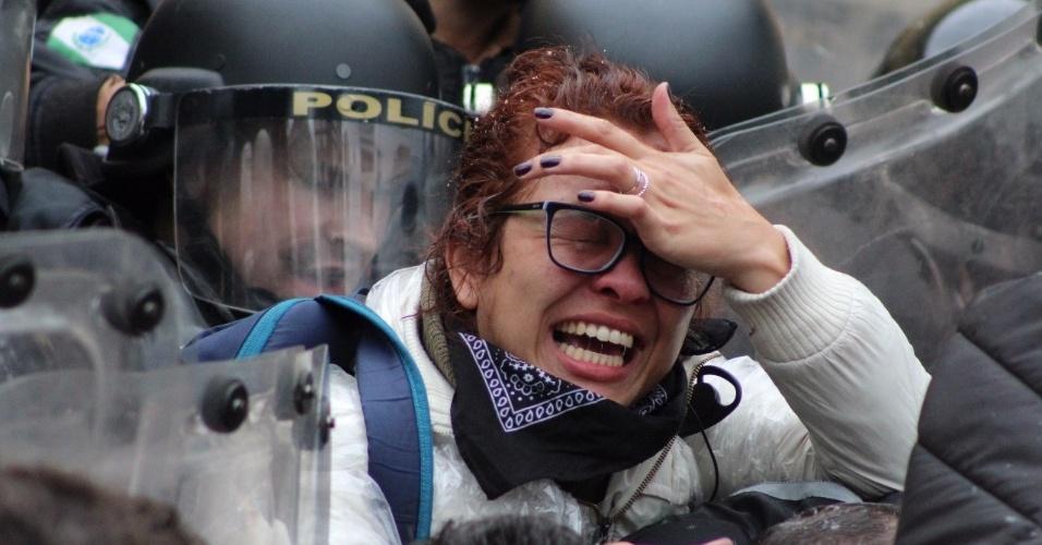 20.jun.2017 - PMs e servidores entram em confronto na Câmara de Curitiba