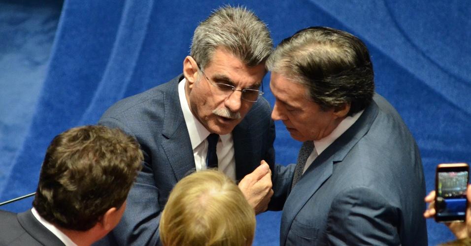 11.jul.2017 - Romero Jucá conversa com o presidente do Senado, Eunício Oliveira (PMDB-CE), durante tumulto gerado pela oposição no plenário