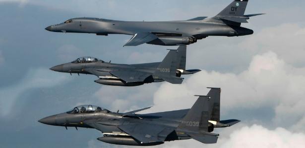 30.jul.2017 - Aviões das forças aéreas americana e sul-coreana seguem para a península da Coreia, em imagem divulgada no domingo (30)