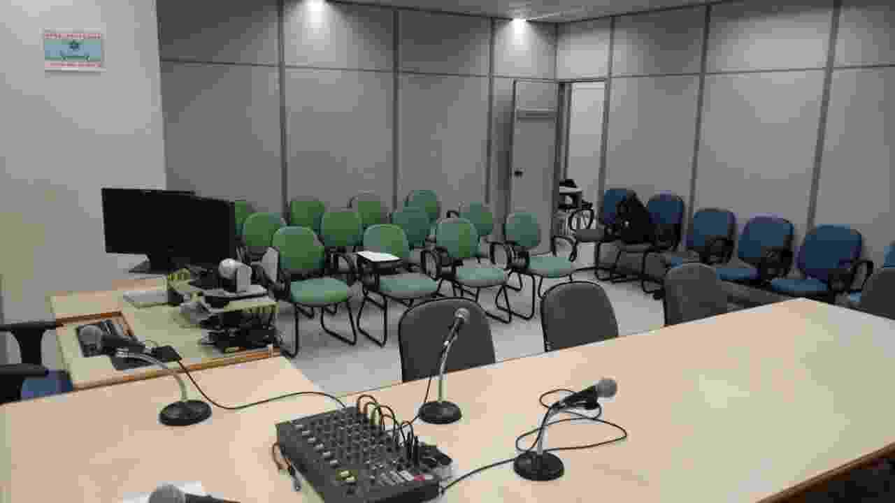 11.set.2017 - A sala de audiência comporta cerca de 30 pessoas - Nathan Lopes/UOL