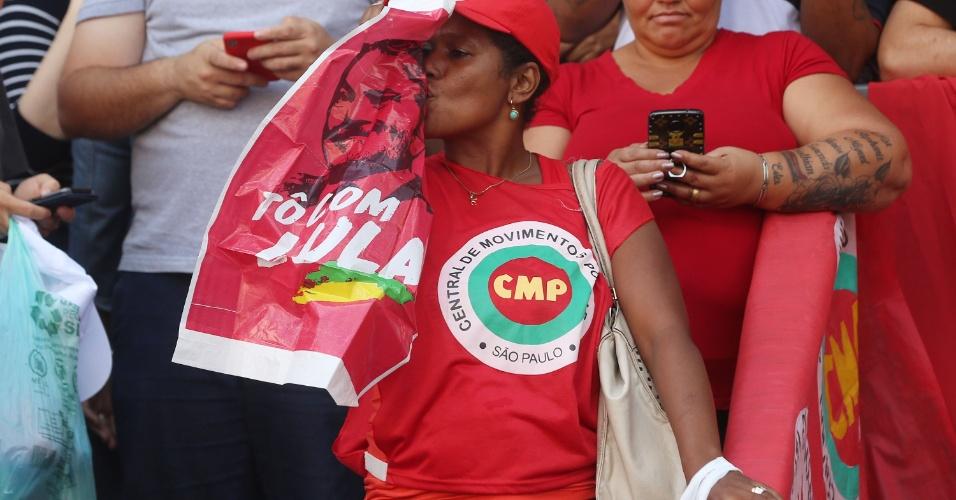 6.abr.2018 - O juiz Sergio Moro pediu ao ex-presidente Lula que compareça à Polícia Federal em Curitiba ainda nesta sexta-feira. Manifestantes prometem resistir