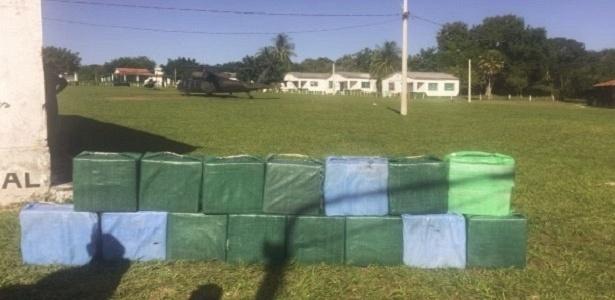 25.abr.2018 - Avião interceptado pela Força Aérea Brasileira (FAB) transportava 500 kg de pasta base de cocaína
