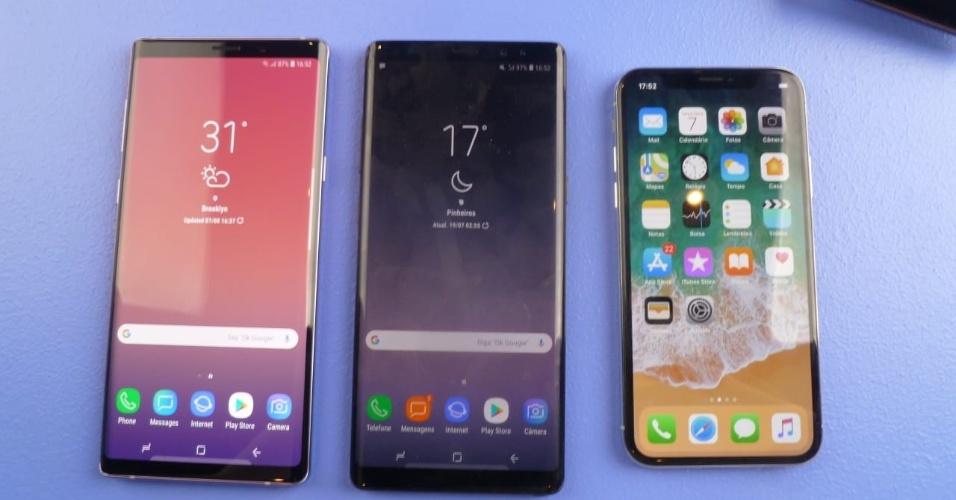 Comparação entre o Galaxy Note 9 (à esquerda), o Galaxy Note 8 (centro) e iPhone X (à direita)