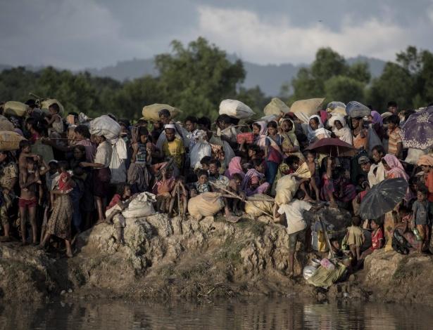 10.out.2017 - Muçulmanos rohingyas fogem de Mianmar pela fronteira com Bangladesh - Fred Dufour/AFP