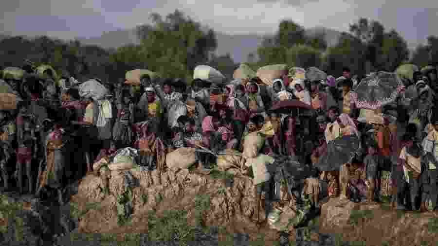 Muçulmanos rohingyas fogem de Mianmar pela fronteira com Bangladesh - Fred Dufour/AFP