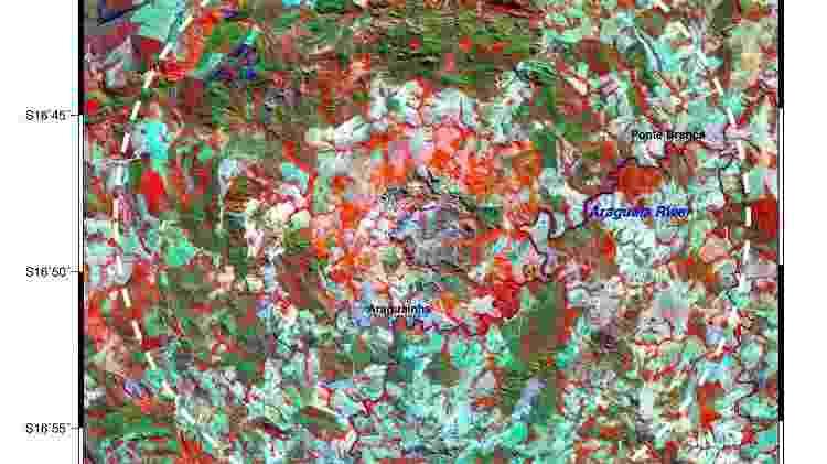 A cratera de Araguainha vista por satélite - Reprodução do Satélite Landsat/Etm+ - Reprodução do Satélite Landsat/Etm+