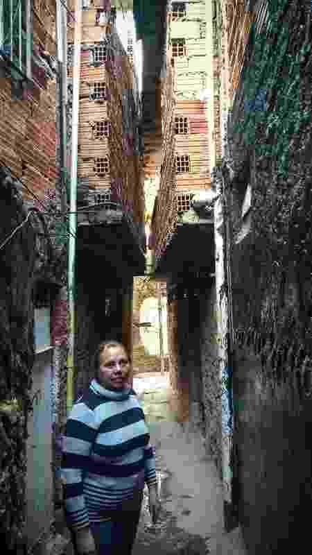 Moradora Neide Medeiros na favela Guaicuri, na zona sul de São Paulo - Wellington Ramalhoso/UOL - Wellington Ramalhoso/UOL