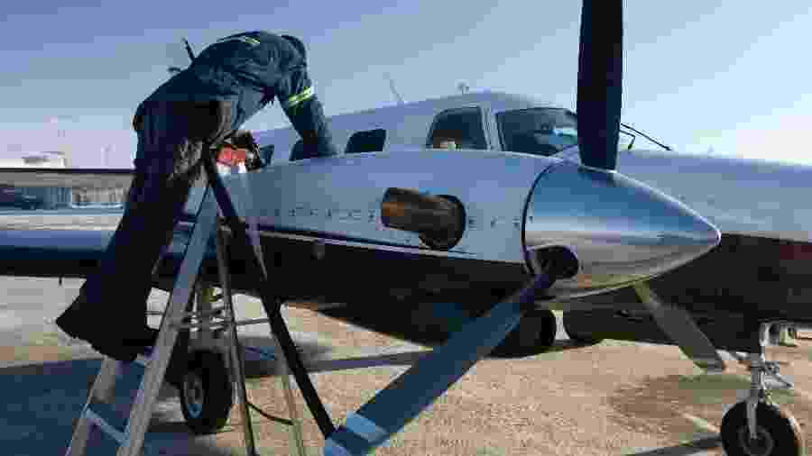 AVGA, abastecimento de avião, gasolina de aviação - Getty Images