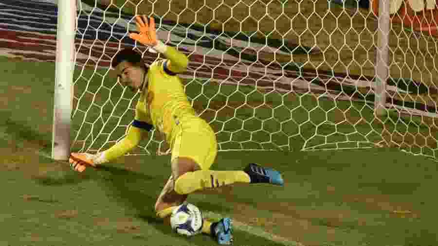 Felipe Alves, goleiro do Fortaleza, defende o pênalti durante partida contra o Sport pela Copa do Nordeste -  Walmir Cirne/AGIF