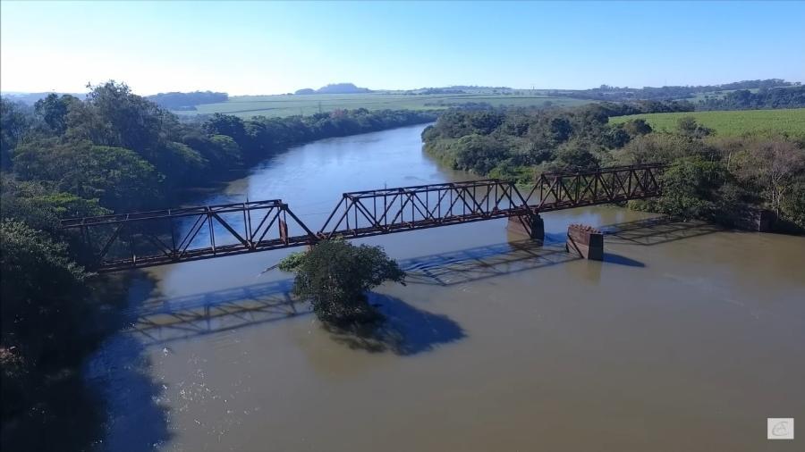 Ponte sobre o Rio Pardo, entre Ribeirão Preto e Jardinópolis - Reprodução/YouTube @Aldo Passalacqua