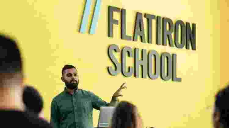 Em cursos presenciais, habilidades além de programação e ciência da computação são aprendidas - Flatiron School - Flatiron School
