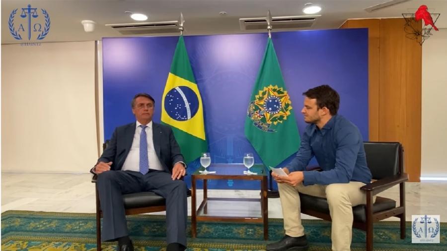 """Bolsonaro durante, digamos, """"entrevista"""" a Markus Haintz, um pé-rapado da extrema direita alemã. Disse coisas muito graves - Reprodução/Youtube"""