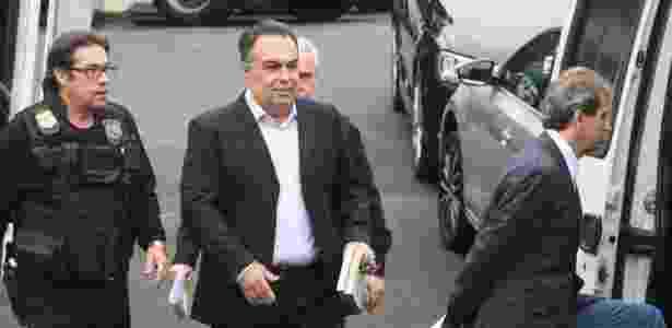 24.jun.2015 - O ex-deputado André Vargas sai da sede da Polícia Federal em Curitiba - Félix R./Futura Press/Estadão Conteúdo