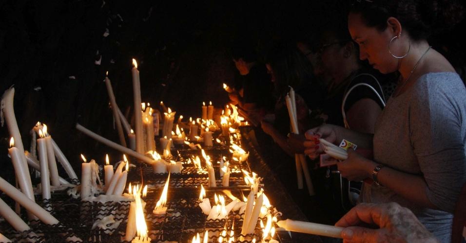 28.out.2015 - Movimentação de fiéis é alta no Santuário de São Judas Tadeu, no bairro do Cosme Velho, zona sul do Rio de Janeiro (RJ), no dia do santo das causas impossíveis