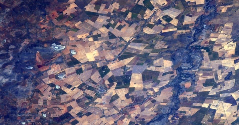 29.jul.2016 - O astronauta Jeff Williams, da Nasa, registrou essa imagem de uma área agrícola na África do Sul. A foto, que parece uma construção geométrica, foi postada em sua conta do Twitter
