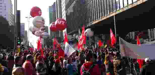 Centrais sindicais realizam manifestação na avenida Paulista nesta quinta-feira (22) - Bernardo Barbosa/UOL
