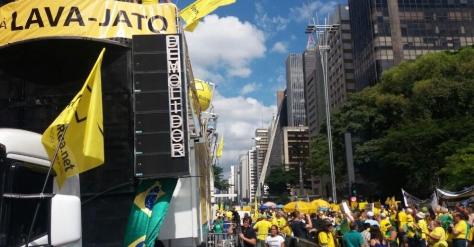 26.mar.2017 - Em São Paulo, manifestantes protestam na avenida Paulista a favor da Operação Lava Jato, contra a anistia ao caixa dois, o foro privilegiado e voto em lista fechada