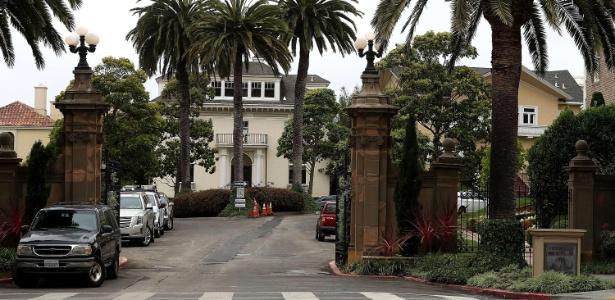 9.ago.2017 - Mansões na entrada de Presidio Terrace, em San Francisco; rua privativa foi comprada por um casal de imigrantes por US$ 90 mil, após os moradores se esquecerem de pagar um imposto