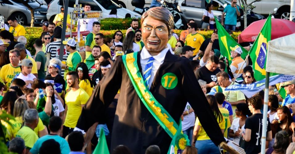 Multidão se reúne na Praça Cívica em Natal para ato pró-Bolsonaro