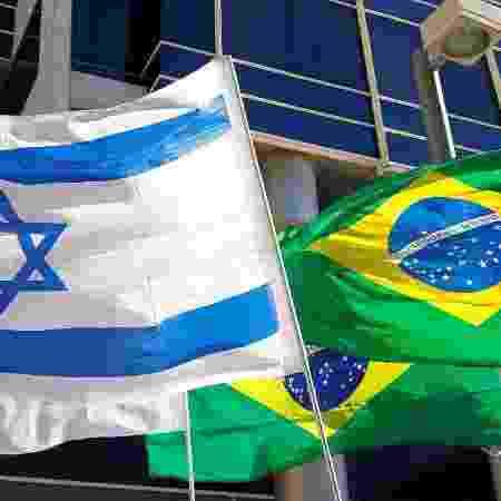 Bandeiras de Israel e do Brasil na entrada da Embaixada do Brasil em Tel Aviv - Jack Guez-28.out.2018/AFP