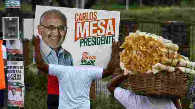 Rival de Evo, Carlos Mesa é jornalista e foi presidente do país entre 2003 e 2005 - AIZAR RALDES/AFP
