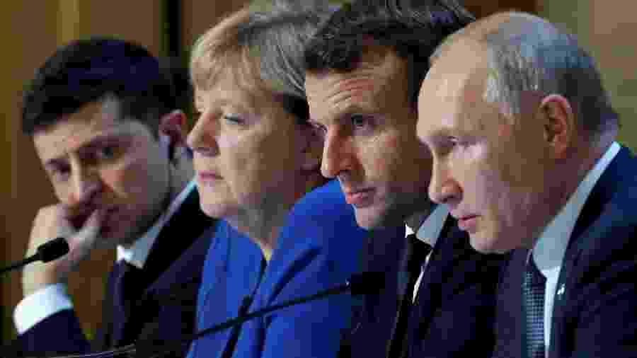 Presidente da Ucrânia, Volodymyr Zelenskiy, chanceler da Alemanha, Angela Merkel, presidente da França, Emmanul Macron, e presidente russo, Vladimir Putin, durante entrevista coletiva em Paris - Charles Platiau