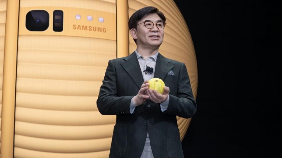 O pequeno robô no formato de bola reconhece e segue as pessoas de acordo com a distância do dono - Divulgação