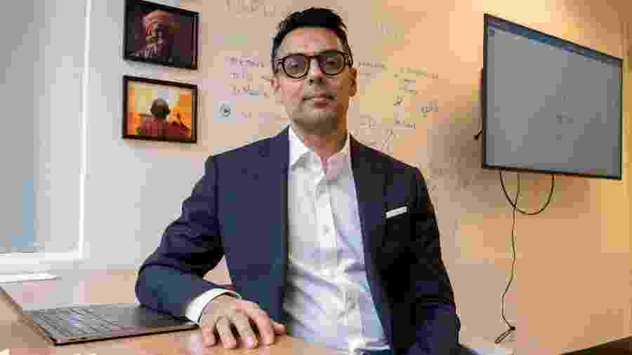 Fev.2020 - Dr. Kamran Khan, fundador e chefe-executivo da BlueDot, em escritório em Toronto, no Canadá. Usando inteligência artificial, a empresa emitiu os primeiros alertas do coronavírus - Jorge Uzon/AFP