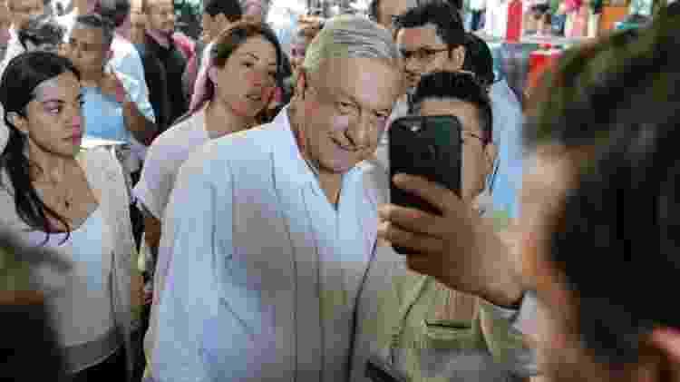 López Obrador tem sido criticado por continuar participando de atos com público em plena pandemia - EPA via BBC