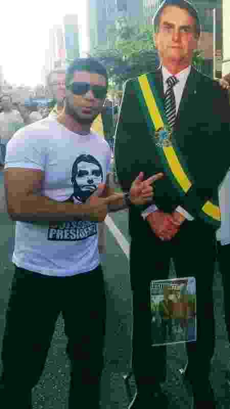 Armamentista, o professor apoia o presidente em ato na avenida Paulista - Arquivo Pessoal - Arquivo Pessoal