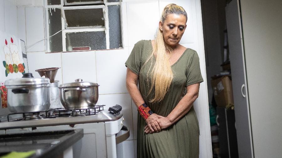 Rita Cadillac em sua casa durante pandemia de covid-19 - Simon Plestenjak/UOL