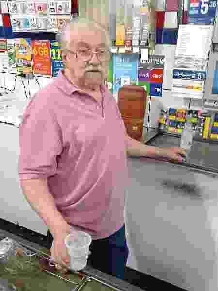 Sandoval Campos, 79: começou como garçom e acabou comprando o bar, há 32 anos - Amaury Ribeiro Jr/UOL - Amaury Ribeiro Jr/UOL