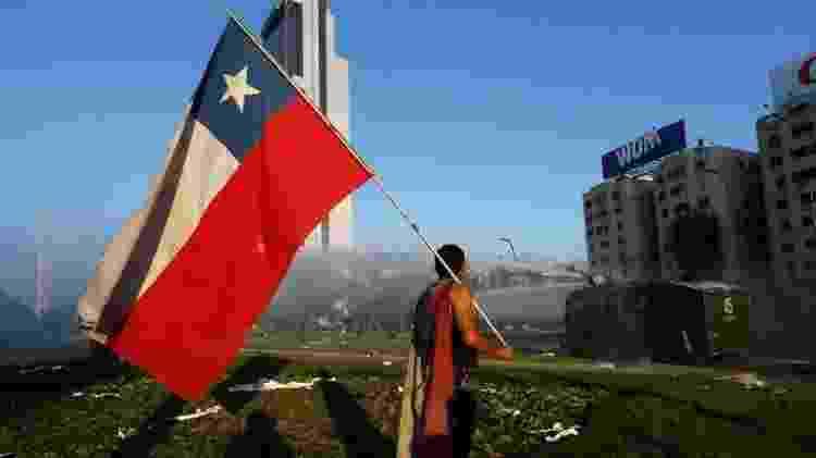 A crise do Chile em 2019 foi desencadeada depois que o governo anunciou o aumento dos preços da passagem do metrô em Santiago - Getty Images - Getty Images