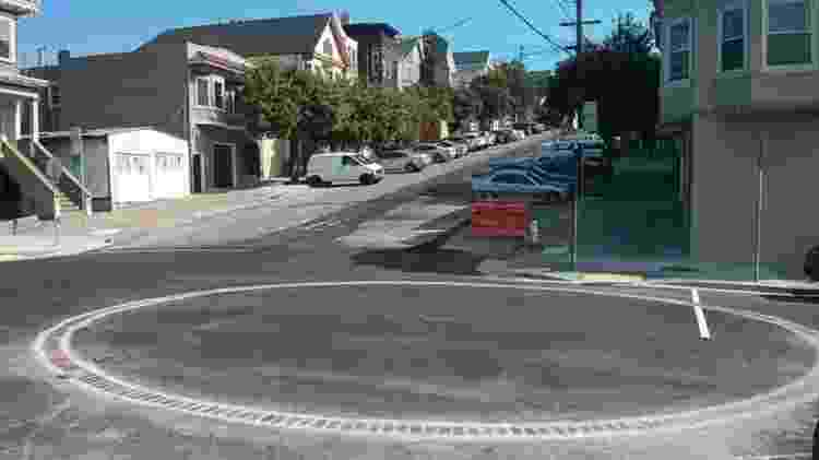 Cisterna no cruzamento das ruas Mariposa e Missouri, na cidade de São Francisco, Estados Unidos - Mark Hogan - Mark Hogan