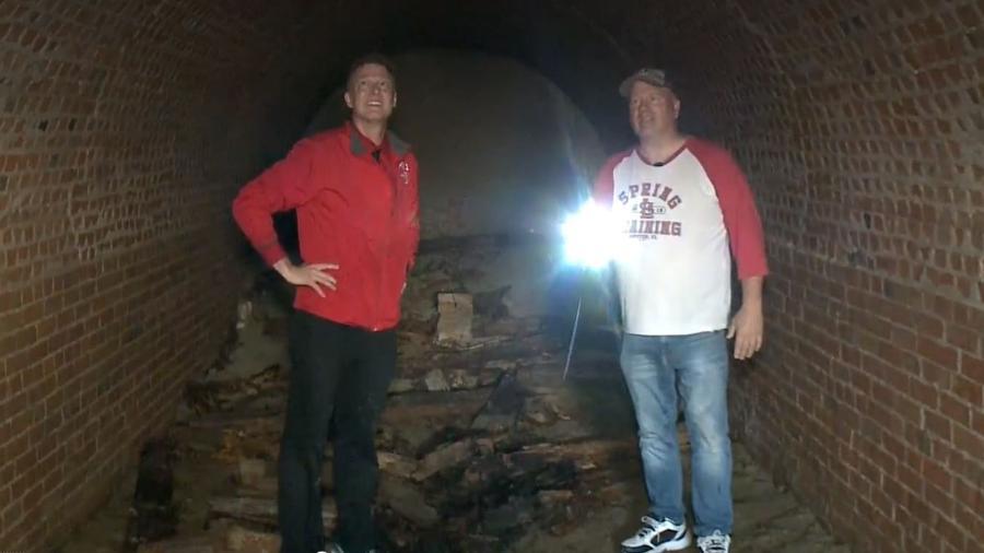 Túnel do século 19 foi descoberto embaixo de casa em Alton, no estado norte-americano de Illinois  - Reprodução/Fox2