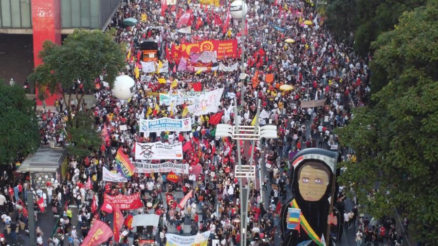 29.maio.2021 - Protesto contra o presidente Jair Bolsonaro na Avenida Paulista, em São Paulo, neste sábado (29). Manifestantes exigem vacinação para toda a população, e a queda do presidente Bolsonaro - RONALDO SILVA/FUTURA PRESS/FUTURA PRESS/ESTADÃO CONTEÚDO